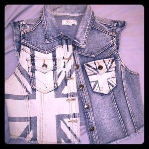 Jackets & Blazers - ChiQle denim vest. Size Large. Crop style.